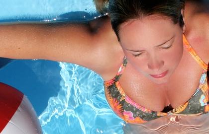 http://localhost/cosmo/wp-content/uploads/2012/04/10/femeie-piscina.jpg