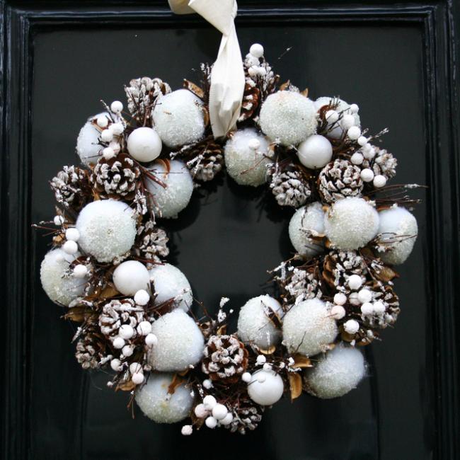 http://localhost/cosmo/wp-content/uploads/2013/12/12/decoratiuni-ornamente-coronita-craciun.png
