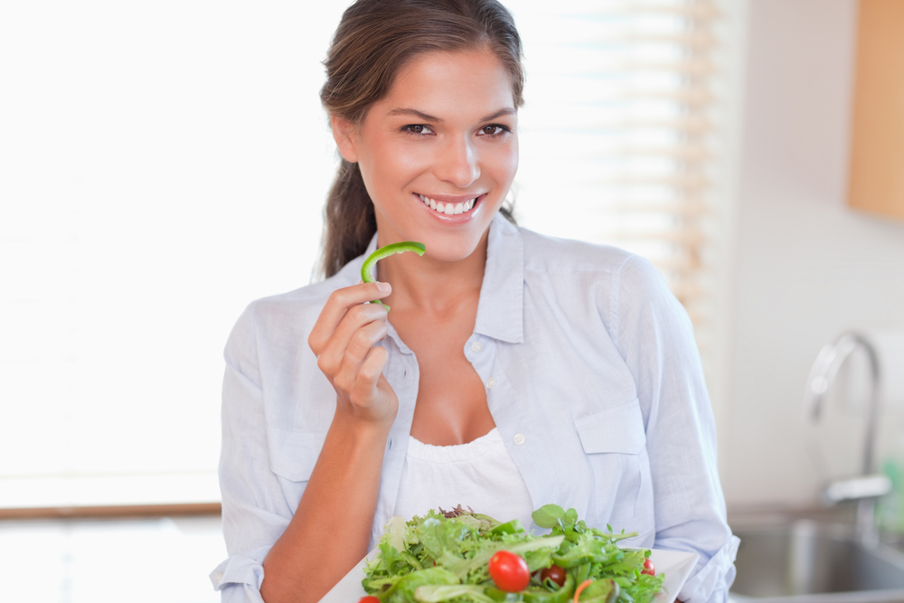 http://localhost/cosmo/wp-content/uploads/2013/12/17/dieta-scarsdale-femeie-mananca-salata.png