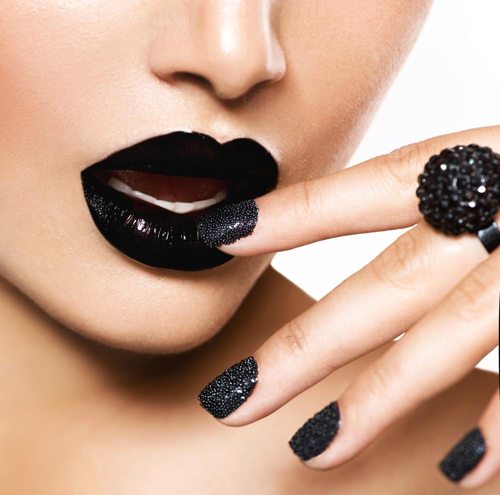 http://localhost/cosmo/wp-content/uploads/2013/12/17/trenduri-manichiura-sarbatori-caviar.png