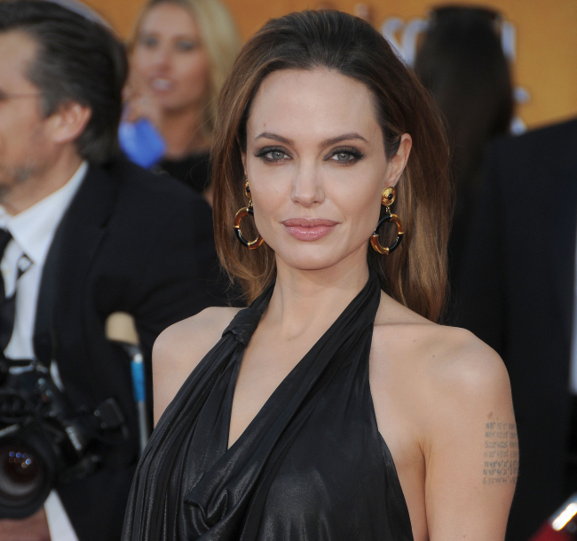 http://localhost/cosmo/wp-content/uploads/2014/01/06/angelina-jolie-buze.png