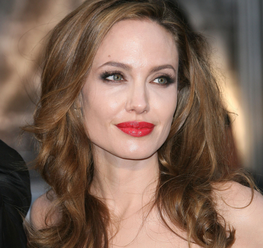 http://localhost/cosmo/wp-content/uploads/2014/01/06/angelina-jolie-trasaturi-faciale.png