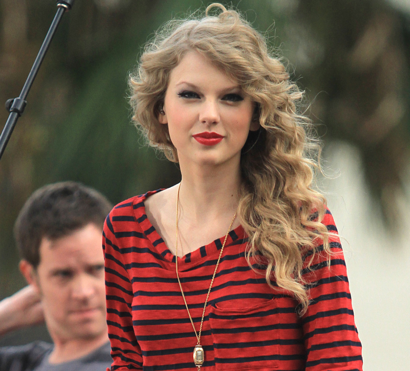http://localhost/cosmo/wp-content/uploads/2014/04/12/taylor-swift-par-cret.png
