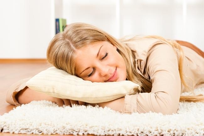 http://localhost/cosmo/wp-content/uploads/2014/07/04/femeie-blonda-doarme-650.jpg