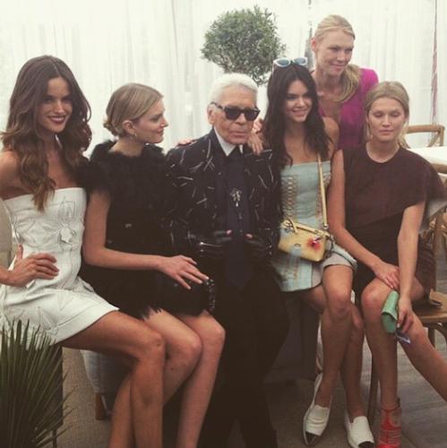 Karl Lagerfedl si modelele Fendi/Instagram