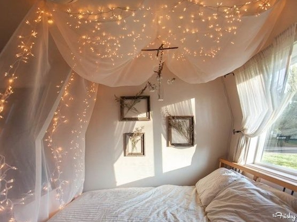 1Tulle-canopy-and-fairy-lights1-600×450