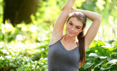 5 pozitii de yoga ca sa te racoresti in zilele de vara