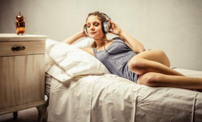 25 melodii care te linistesc inainte de culcare