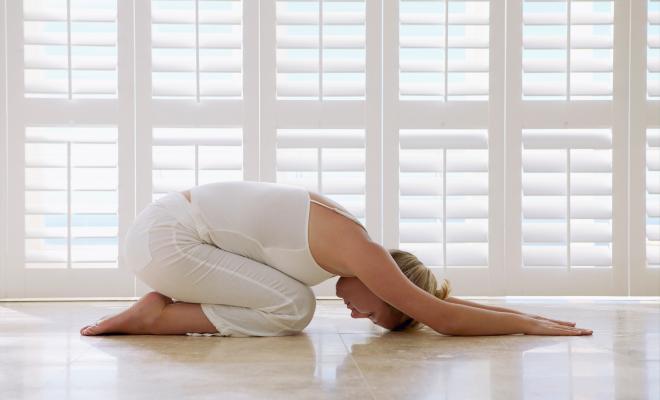 4 pozitii de yoga care te scapa de constipatie