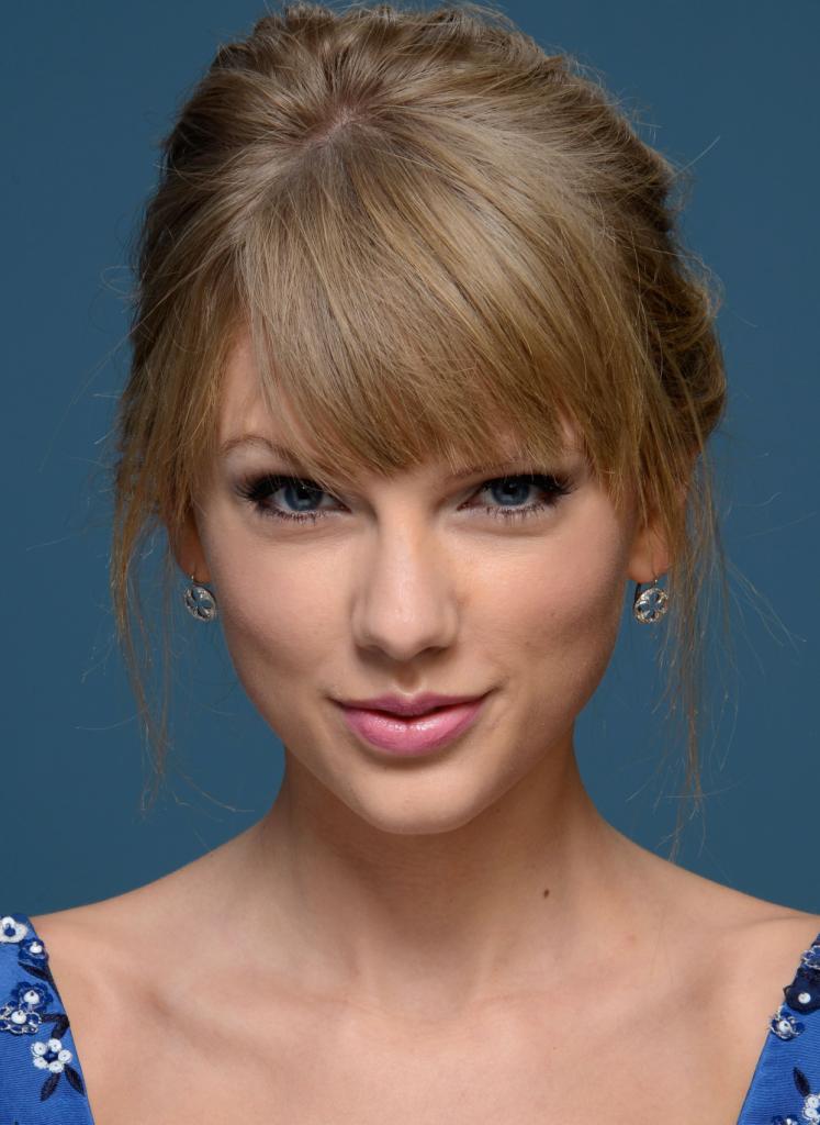 5 machiaje cat-eye pentru Craciun inspirate de la vedete_Taylor Swift