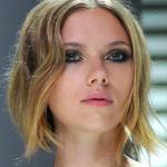 Machiaje smokey eyes pentru un look senzual de Sarbatori_Scarlett Johansson