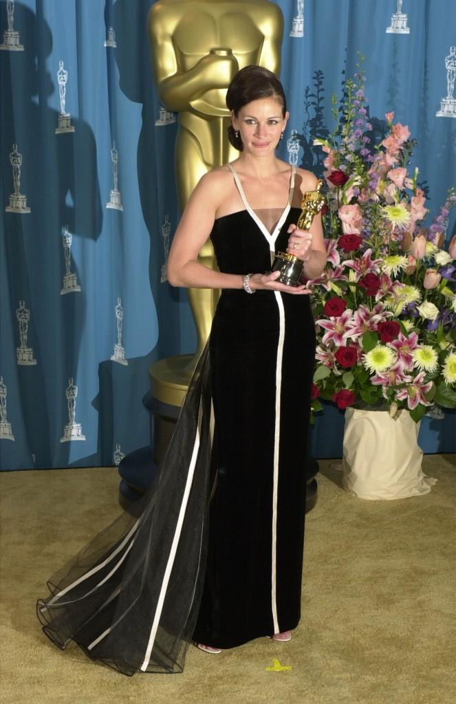 Julia Roberts la Premiile Oscar 2001