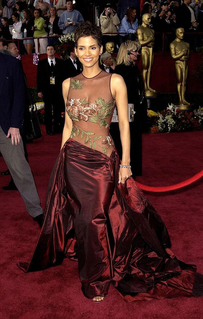 Halle Berry la Premiile Oscar 2002