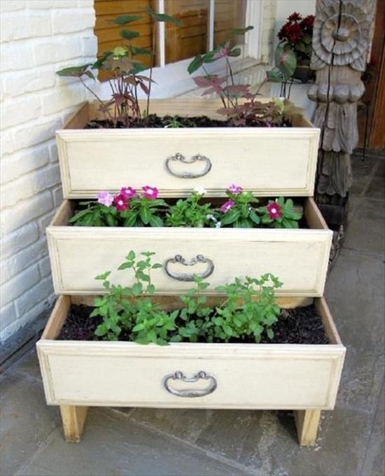 recicleaza creativ idei de decoratiuni diy comoda jardiniera