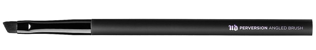 Urban Decay Perversion Angled brush, 82 lei (exclusiv la Sephora) Pensula pentru fard