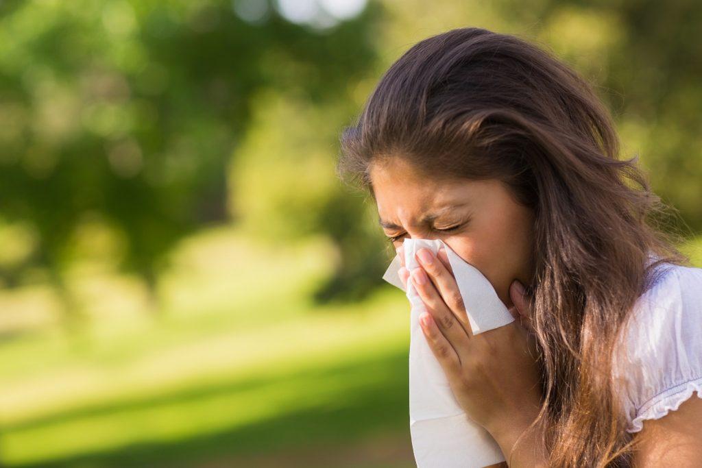 alergii fata stranuta