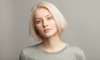 femeie-blonda-look-natural