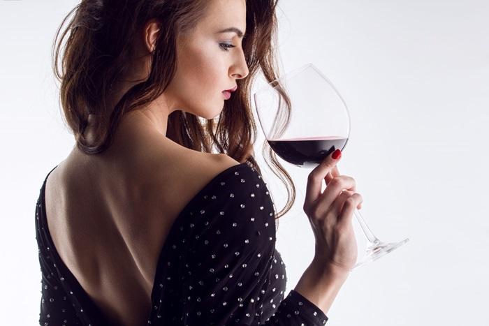 de ce te doare capul dupa ce bei vin rosu