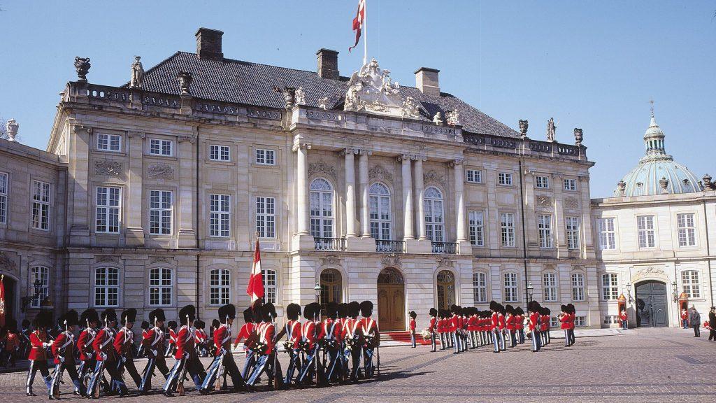Palatul Amalienborg Copenhaga