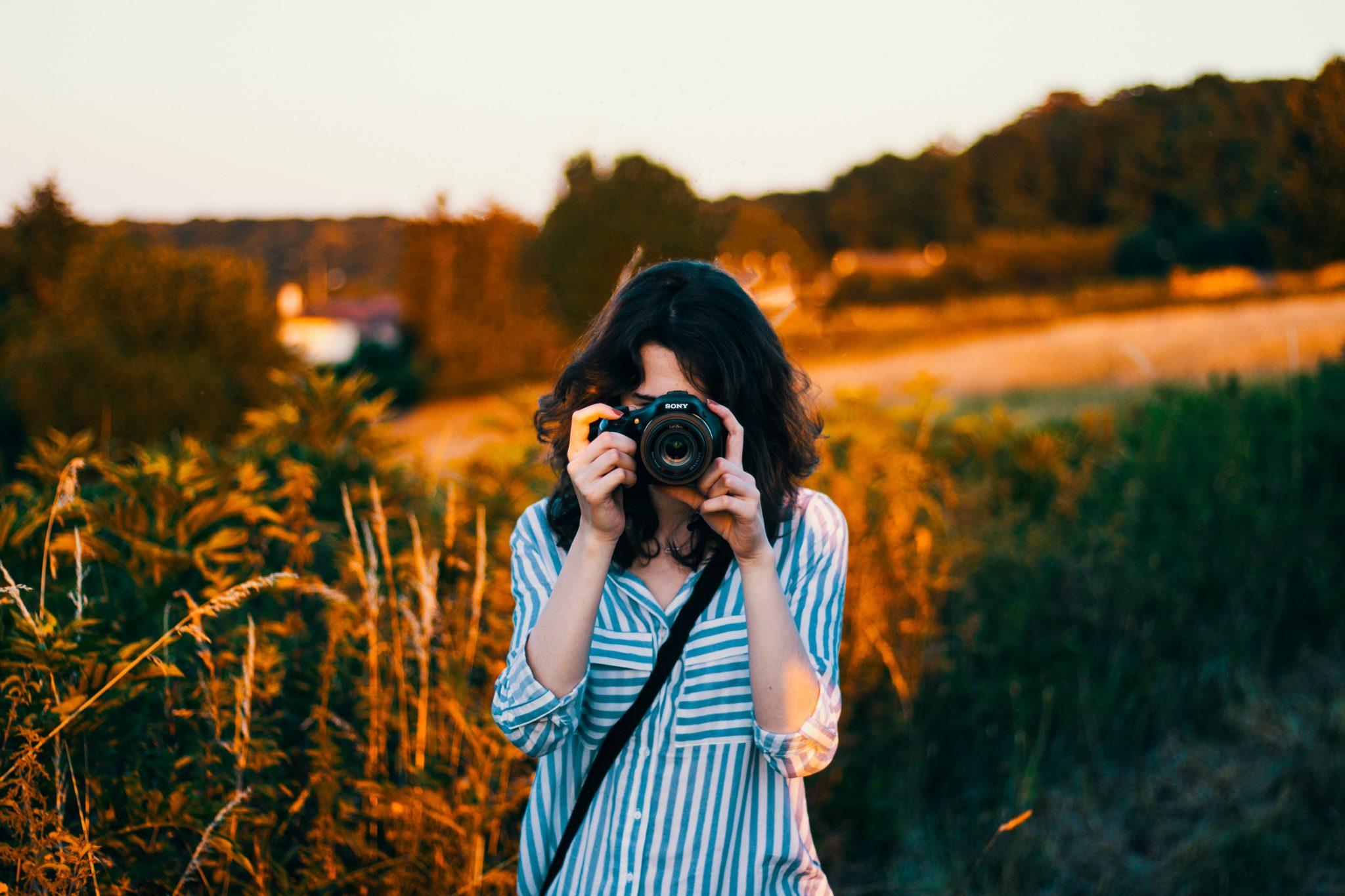 femeie face poze