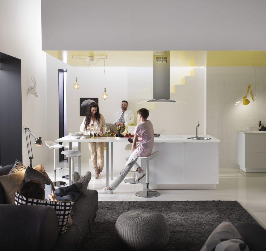 noul catalog ikea aduce i mai multe pove ti despre acas. Black Bedroom Furniture Sets. Home Design Ideas