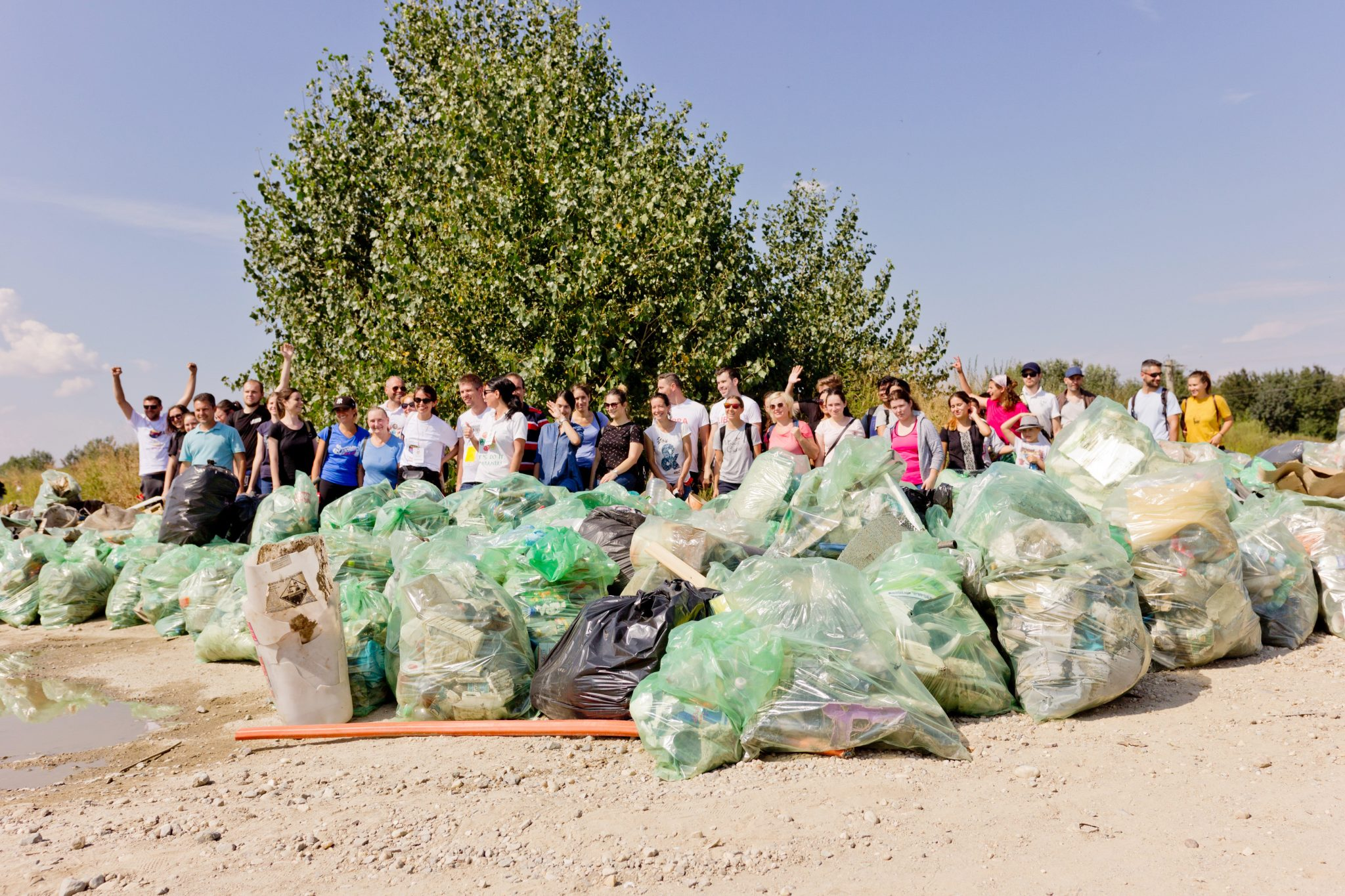 voluntari cu saci