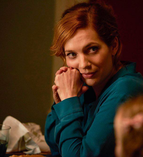 Laura Hawkins (jucată de Katherine Parkinson)