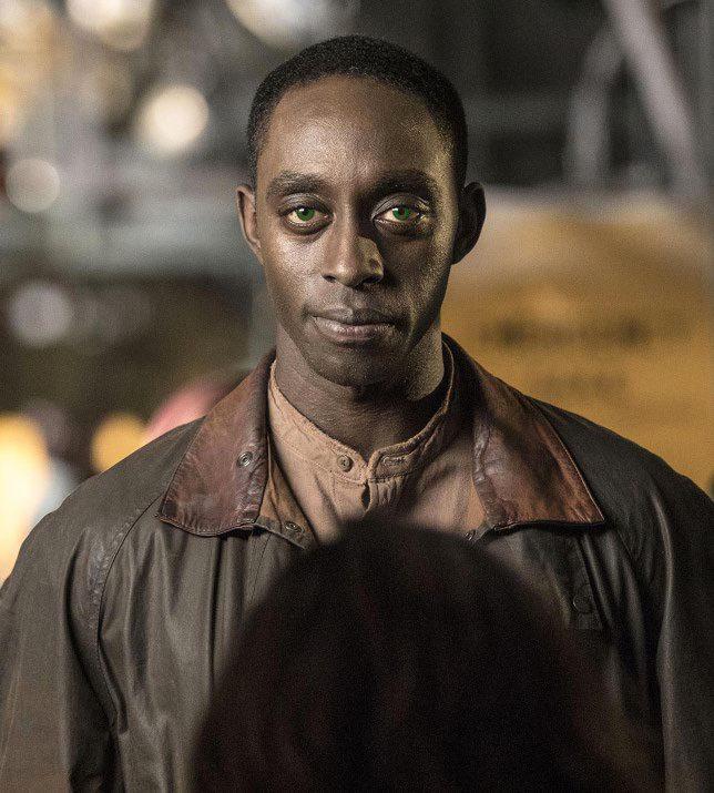 Max (jucat de Ivanno Jeremiah)