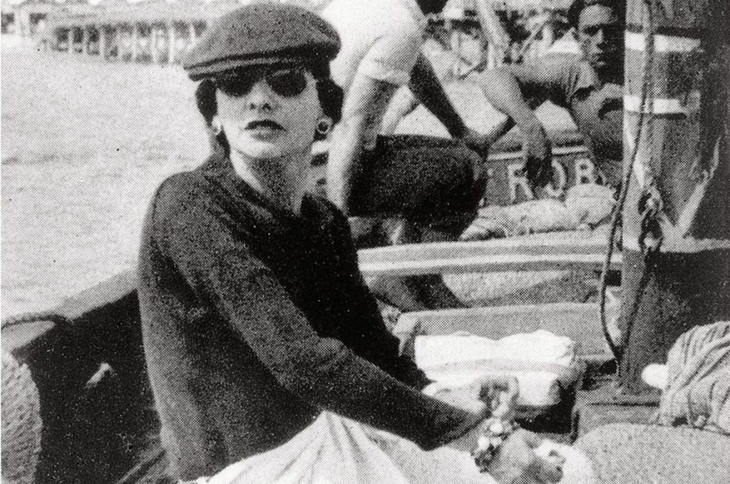 01_1936_Gabrielle_Chanel_on_Roussy_Sert_s_yatch_in_front_of_the_Lido_of_Venice_copyright_V_H_Grandpierre_Vogue_Paris_HD