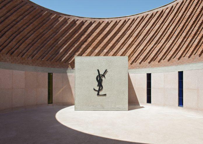 Muzeu Yves Saint Laurent Marrakech mYSLm patio circulaire ©Fondation Jardin Majorelle, Marrakech_Photo Nicolas Mathéus, 2017