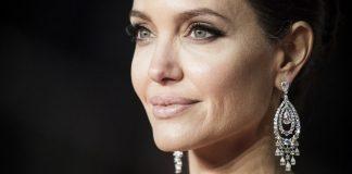 Angelina Jolie schimbare de look