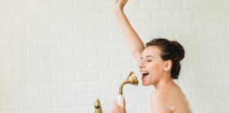 Cum să ne protejăăm tenul în timpul dușului