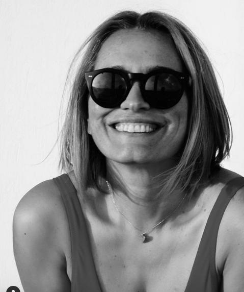 Legenda televiziunii de la noi, Andreea Esca, este una dintre invitatele speciale de la Seara Povestitorilor de duminică, 11 august