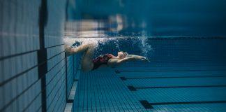 Începător 30 de ani: Cum și de ce să iei primele lecții de înot