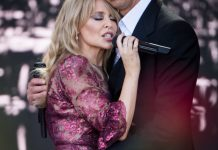 GLASTONBURY, Anglia, 30 iunie: Kylie Minogue și Nick Cave cântă în ziua a 5-a la Glastonbury Festival (Foto: Ian Gavan/Getty Images)