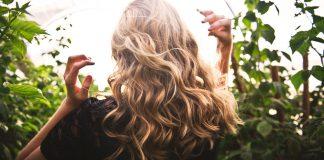 Cum să obţii un păr cu mai mult volum repede și simplu