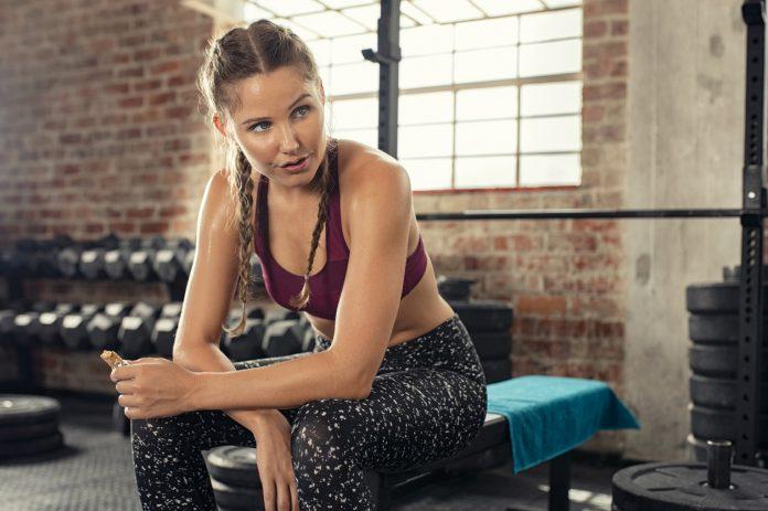Ce trebuie să mâncați înainte și după un antrenament la sală