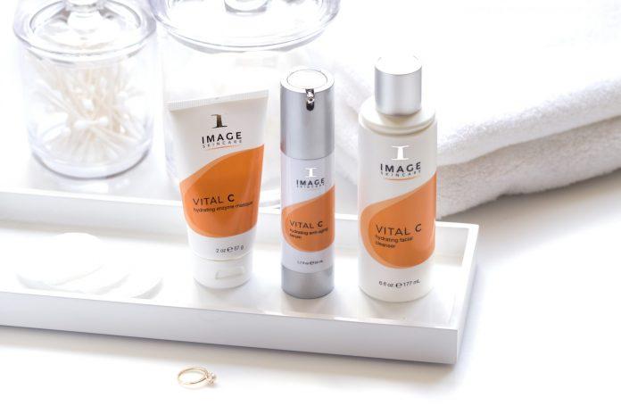 Calea spre o piele curată prin produse pe bază de vitamina C